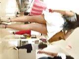 hermosa mujer, con minifalda y rico hilo.