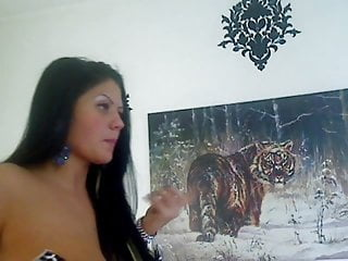 Camwhore plays with pussy and tits just outside the frame