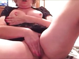 Big mature lady masturbating till cum
